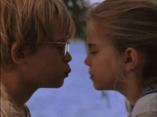 Гифки поцелуйчики