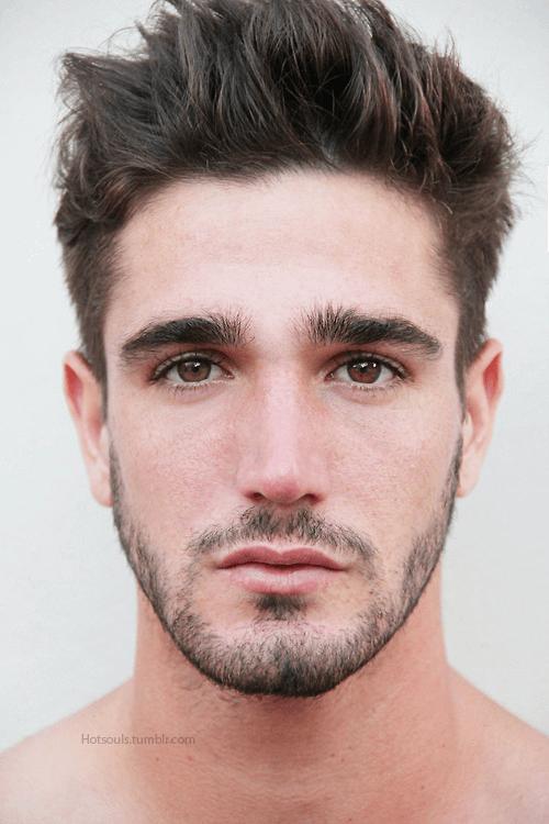 Парень с красивыми глазами