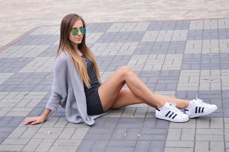 Кроссовки на девушках