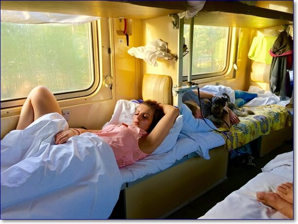 Фото приколы в поезде плацкарт с девушками