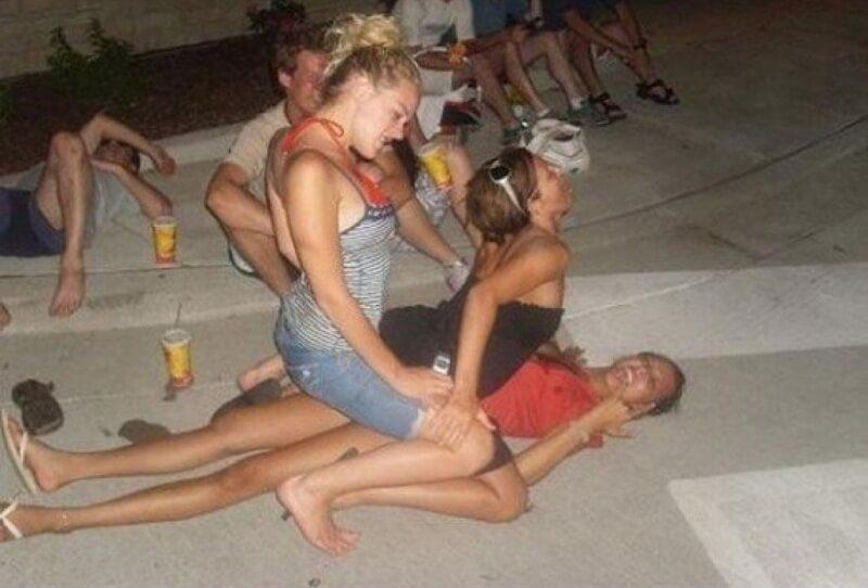 Приколы с пьяными девушками во всей красе