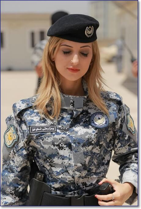 Сотрудница полиции в арабской стране